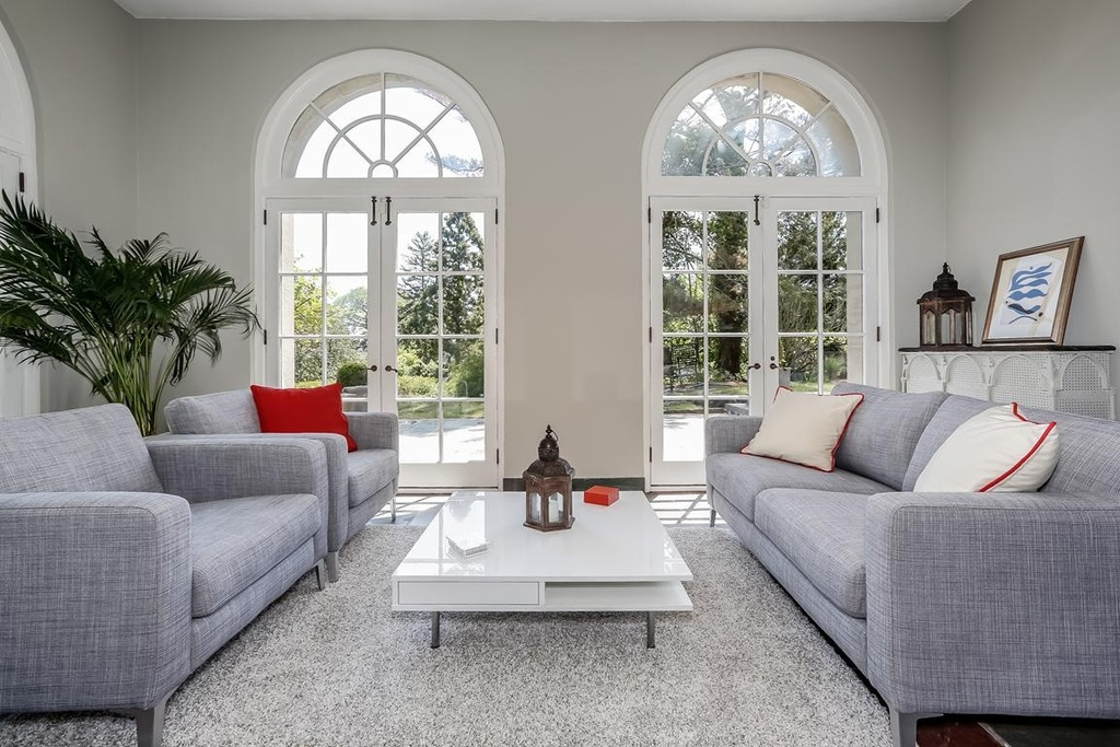 Transom Windows A Useful Design Element: Types Of Windows That You Can Use